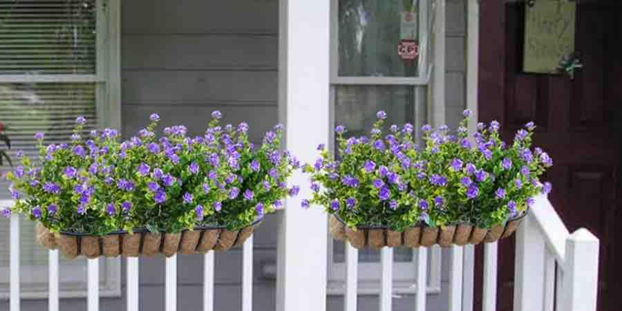 Plantas artificiales de exterior con flores